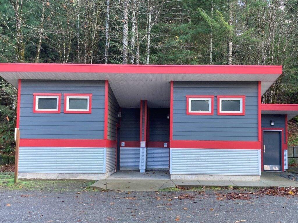 The Comox Lake Campground public bathrooms