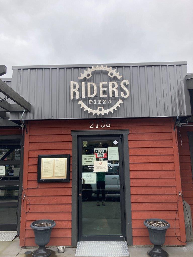 Riders Pizza restaurant in Cumberland BC