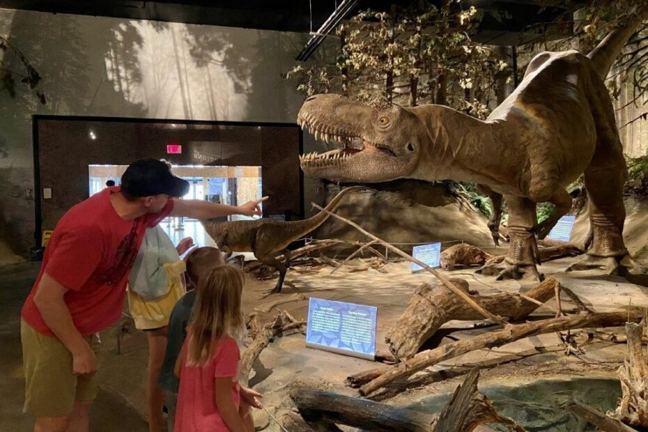 Family looking at a dinosaur at the Drumheller royal tyrrell museum of palaeontology