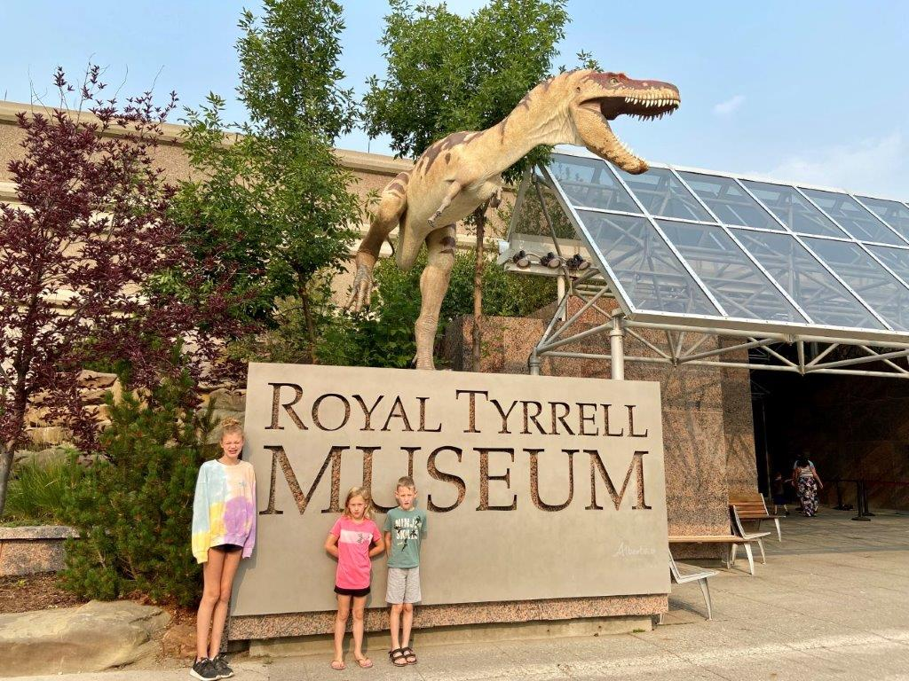 Entrance and sign to the Drumheller royal tyrrell museum of palaeontology