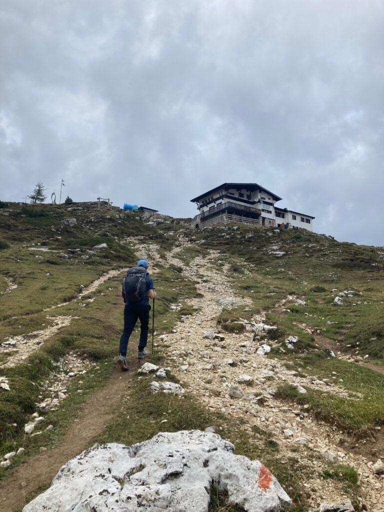 Approaching Alta Via 1 Rifugio Tissi